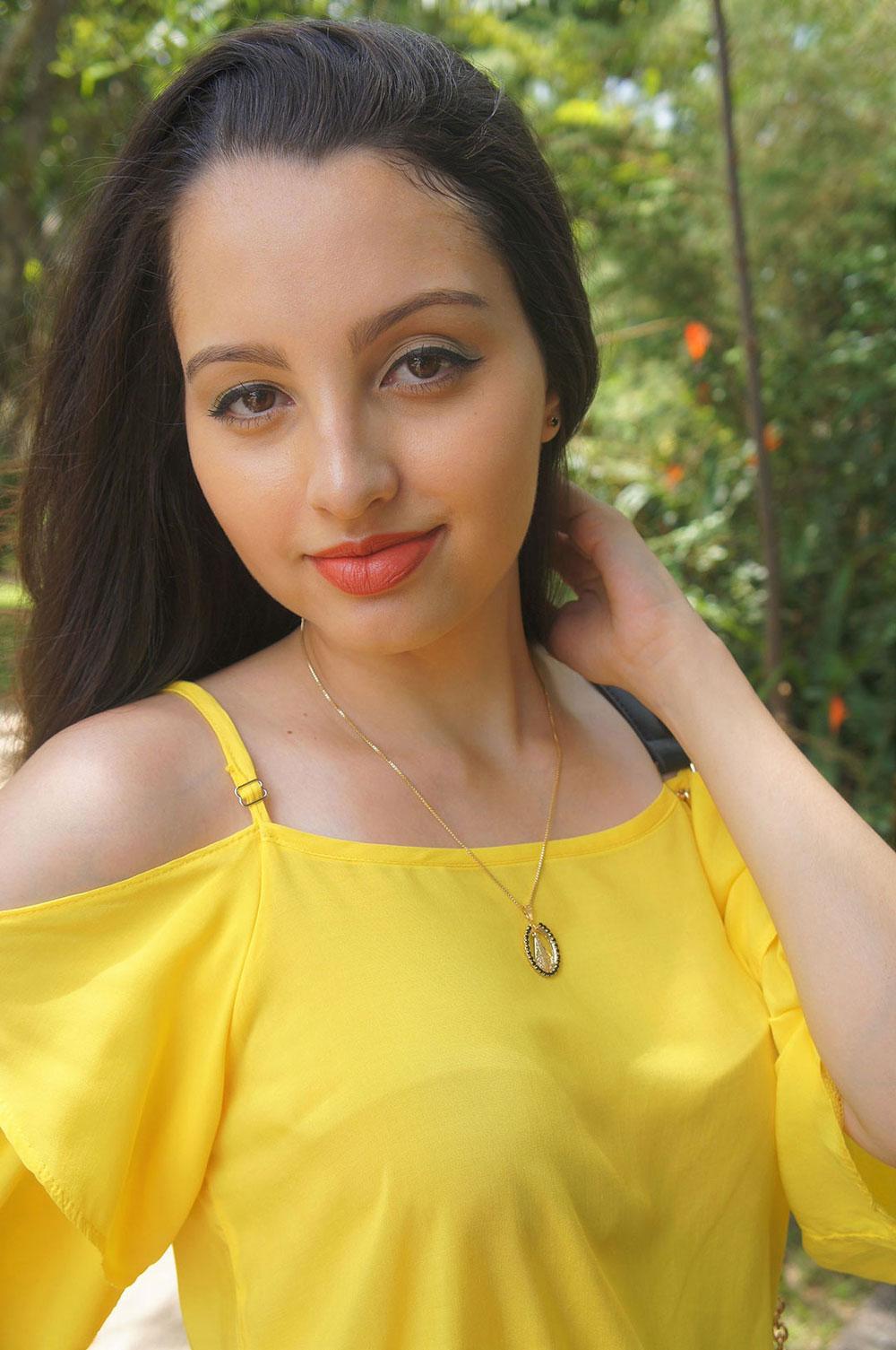 Look Blusa Amarelo