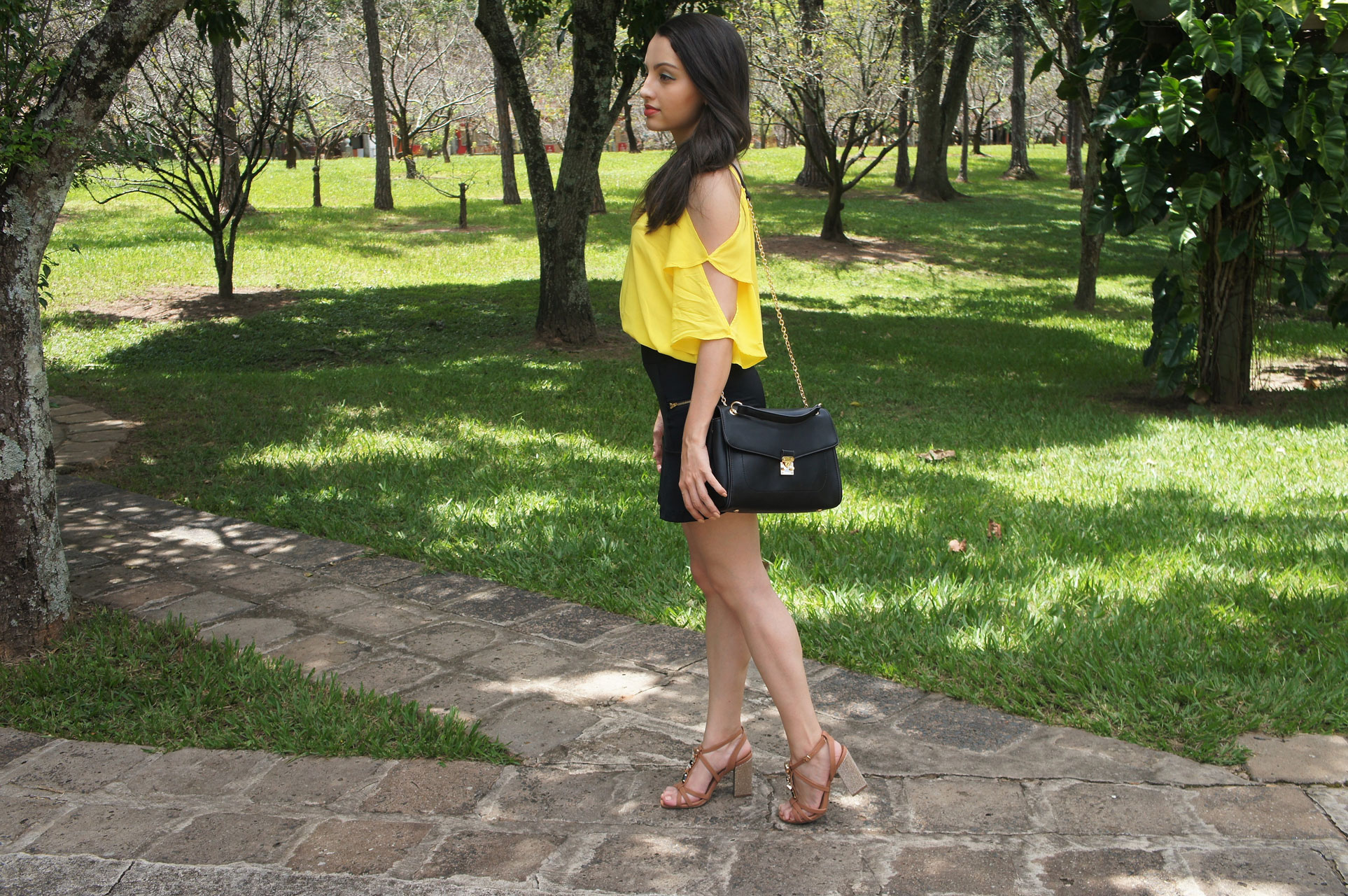Look Cores Neutras com Amarelo